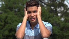 Αρσενικός ισπανικός έφηβος Anguished απόθεμα βίντεο