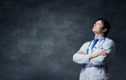 Αρσενικός νέος γιατρός Μικτά μέσα Στοκ φωτογραφίες με δικαίωμα ελεύθερης χρήσης