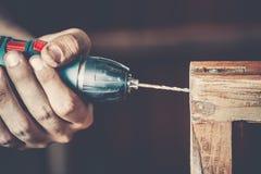 Αρσενικός ξυλουργός στην εργασία Στοκ εικόνες με δικαίωμα ελεύθερης χρήσης