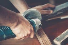 Αρσενικός ξυλουργός στην εργασία Στοκ Φωτογραφία