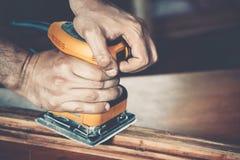 Αρσενικός ξυλουργός στην εργασία Στοκ φωτογραφίες με δικαίωμα ελεύθερης χρήσης