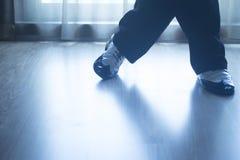 Αρσενικός χορευτής δασκάλων χορού αιθουσών χορού ποδιών ποδιών παπουτσιών Στοκ Εικόνα