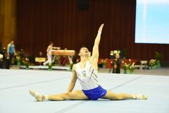 Αρσενικός gymnast που αποδίδει κατά τη διάρκεια της Στέλλα Zakharova του Artistic Gymnastics Ουκρανία διεθνούς φλυτζανιού Στοκ φωτογραφία με δικαίωμα ελεύθερης χρήσης