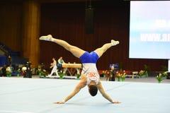 Αρσενικός gymnast που αποδίδει κατά τη διάρκεια της Στέλλα Zakharova του Artistic Gymnastics Ουκρανία διεθνούς φλυτζανιού Στοκ φωτογραφίες με δικαίωμα ελεύθερης χρήσης