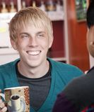 αρσενικό άτομο σπιτιών φίλων καφέ Στοκ εικόνες με δικαίωμα ελεύθερης χρήσης