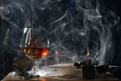 Αρσενικό βράδυ μόνο και καπνός Στοκ Εικόνα