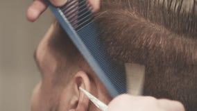Αρσενικό κούρεμα Αρσενικός κομμωτής Αρσενικό hairstyle hairdressing απόθεμα βίντεο