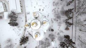 Αρσενικό μοναστήρι του ST Michael Vydubitsky στο Κίεβο, Ουκρανία Πέταγμα στο copter πέρα από την εκκλησία ενάντια στο σκηνικό απόθεμα βίντεο