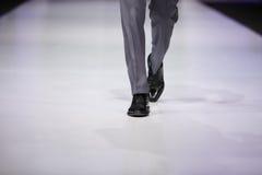 αρσενικό μοντέλο ποδιών σ&ta Στοκ Φωτογραφία