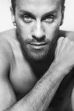 αρσενικό μυϊκό λευκό ανασκόπησης bodybuilder Στοκ Φωτογραφίες