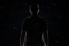 Αρσενικό πορτρέτο στο χιόνι τη νύχτα Στοκ Εικόνες