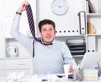 Αρσενικό που έχει το μέρος της εργασίας και των προβλημάτων Στοκ Φωτογραφία