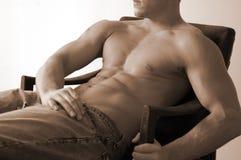 αρσενικό που κάθεται στοκ φωτογραφία με δικαίωμα ελεύθερης χρήσης