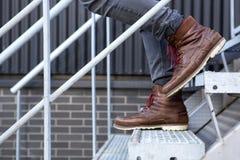 Αρσενικό που περπατά κάτω Στοκ εικόνες με δικαίωμα ελεύθερης χρήσης