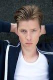 Αρσενικό πρότυπο να κοιτάξει επίμονα μόδας Στοκ φωτογραφία με δικαίωμα ελεύθερης χρήσης