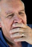αρσενικό στόμα χεριών πέρα από τον πρεσβύτερο Στοκ Φωτογραφίες