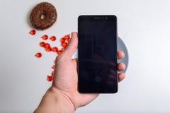 αρσενικό τηλέφωνο χεριών κυττάρων Στοκ φωτογραφίες με δικαίωμα ελεύθερης χρήσης