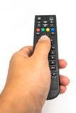 Αρσενικό χέρι που κρατά τον τηλεχειρισμό TV Στοκ Εικόνες