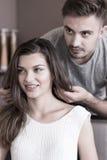 Αρσενικό hairstylist και θηλυκός πελάτης Στοκ Εικόνα