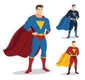 Αρσενικό superhero που στέκεται με την υπερηφάνεια και βέβαιο Στοκ εικόνες με δικαίωμα ελεύθερης χρήσης