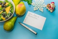 Αρχίστε έναν υγιή τρόπο ζωής Κατάλογος υποσχέσεων τρόφιμα υγιή Αχλάδια, σέλινο, σαλάτα με τις ελιές στοκ φωτογραφίες με δικαίωμα ελεύθερης χρήσης