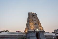 Αρχαία άποψη πύργων ναών του ναού του Αμμάν kamakshi που φωτίζεται με τα φω'τα Φωτογραφία χαμηλού φωτός κατά τη διάρκεια του ηλιο στοκ εικόνες