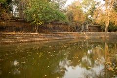 Αρχαία λίμνη νερού από έναν σπασμένο τοίχο σε Angkor Thom, Καμπότζη Στοκ Εικόνες