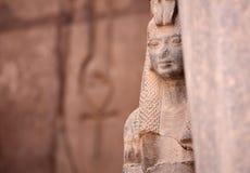 Αρχαία αιγυπτιακά Isis θεών και Ankh το αρχαίο σύμβολο της ζωής Στοκ Εικόνες
