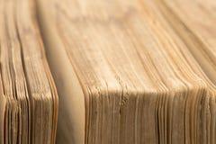 Αρχαία Βίβλος - παλαιό βιβλίο - κινηματογράφηση σε πρώτο πλάνο σελίδων στοκ εικόνες
