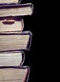 Αρχαία βιβλία που απομονώνονται στο μαύρο υπόβαθρο Στοκ Εικόνες