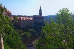 Αρχαία Δημοκρατία της Τσεχίας Cesky Krumlov - το πρωί κάστρων και πύργων την άνοιξη Στοκ φωτογραφία με δικαίωμα ελεύθερης χρήσης