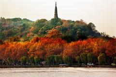Αρχαία δυτική λίμνη Hangzhou Zhejiang Κίνα παγοδών Baochu Στοκ εικόνα με δικαίωμα ελεύθερης χρήσης