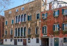 Αρχαία ενετικά σπίτια στις οδούς της Βενετίας, Ιταλία Στοκ φωτογραφία με δικαίωμα ελεύθερης χρήσης