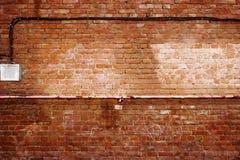 Αρχαία επιφάνεια grunge τουβλότοιχος κόκκινη με το ξεπερασμένο τσιμέντο Στοκ Εικόνες