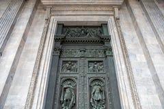 Αρχαία διακοσμημένη πόρτα, καθεδρικός ναός του ST Isaac, Αγία Πετρούπολη Στοκ Εικόνες