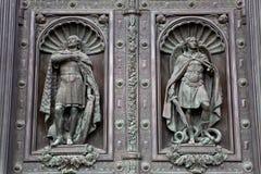 Αρχαία διακοσμημένη πόρτα, καθεδρικός ναός του ST Isaac, Αγία Πετρούπολη Στοκ Φωτογραφία