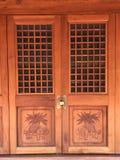 Αρχαία κινεζική κλειστή πόρτα στοκ εικόνα με δικαίωμα ελεύθερης χρήσης