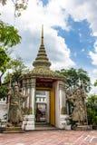 Αρχαία κινεζική πέτρα statuesat Wat Pho δαιμόνων πολεμιστών Στοκ Φωτογραφία