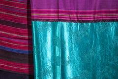 Αρχαία κλωστοϋφαντουργικά προϊόντα βαμβακιού και λαϊκά κλωστοϋφαντουργικά προϊόντα μεταξιού/της Ταϊλάνδης Στοκ Φωτογραφία
