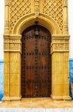 Αρχαία μαροκινή χειροτεχνία τέχνης - πόρτα εισόδων στοκ εικόνες