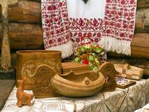 Αρχαία ξύλινα εμπορεύματα, παιχνίδια και αρχαία εργαλεία Στοκ Εικόνες
