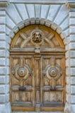 Αρχαία ξύλινη πόρτα με το λιοντάρι, Λυών, Γαλλία Στοκ φωτογραφία με δικαίωμα ελεύθερης χρήσης
