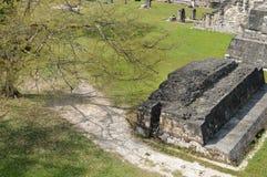 Αρχαία δομή στο μεγάλο Plaza που βλέπει από το κεντρικό Acrop Στοκ φωτογραφία με δικαίωμα ελεύθερης χρήσης