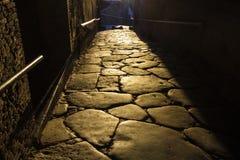 Αρχαία οδός κυβόλινθων στο ηλιοβασίλεμα στην Πομπηία Στοκ Εικόνα