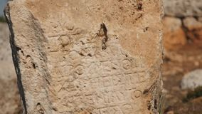 Αρχαία πέτρα με τη γλυπτική σε Lyrboton φιλμ μικρού μήκους