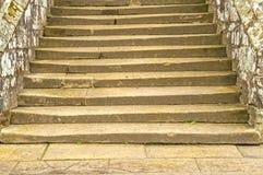 Αρχαία πέτρινα βήματα Στοκ φωτογραφίες με δικαίωμα ελεύθερης χρήσης