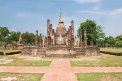 Αρχαία παγόδα και ο μεγάλος Βούδας στο ιστορικό πάρκο Sukhothai Στοκ φωτογραφία με δικαίωμα ελεύθερης χρήσης