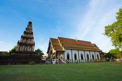Αρχαία παγόδα και ο όμορφος ναός σε Wat Jamadhevi Στοκ Εικόνες