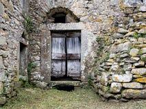 Αρχαία παλαιά πόρτα πετρών, ιταλικά Αρχιτεκτονική κληρονομιά Στοκ φωτογραφία με δικαίωμα ελεύθερης χρήσης