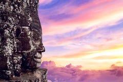 Αρχαία πρόσωπα πετρών στο ηλιοβασίλεμα του ναού Bayon, Angkor Wat Στοκ Εικόνες